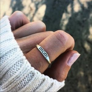 Jewelry - ✨2xHP✨NWT Adorable Engraved Mom Ring